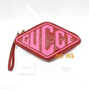 NWT Gucci red petent Logo Graphic Leather Wristlet